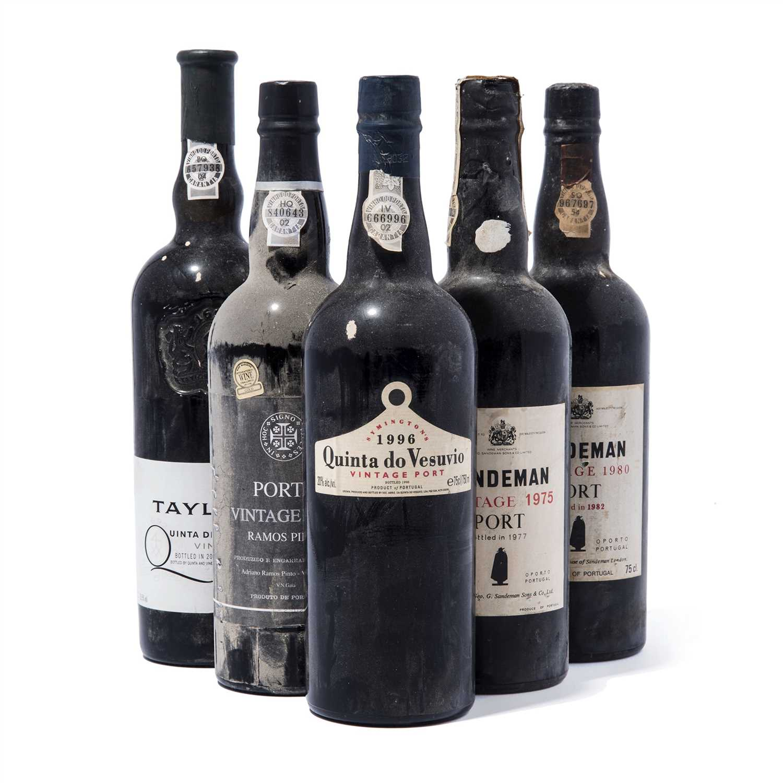 Lot 9-9 bottles Mixed Vintage Port
